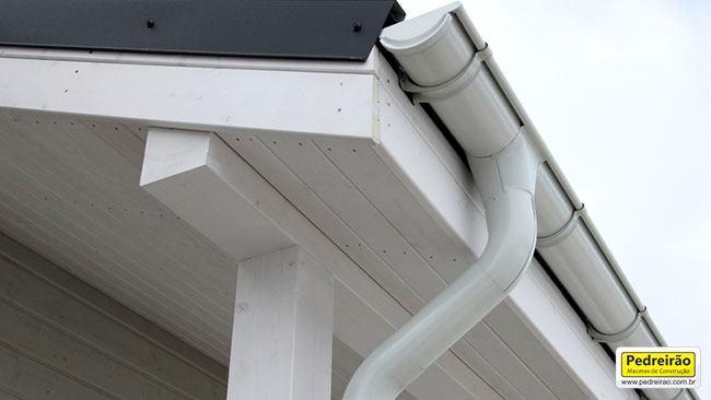 calha-montada-detalhe-telhado-pedreirao