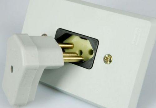 como-instalar-tomada-eletrica-casa-reforma-pedreirao