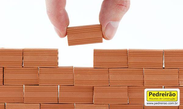 tijolo-ceramico-assentar-parede-obra-reforma-construcao-pedreirao-pedreiro