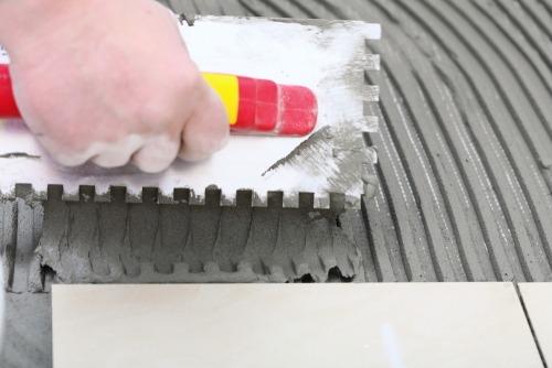 porcelanato-assentar-piso-construcao-reforma-argamassa-pedreiro-pedreirao