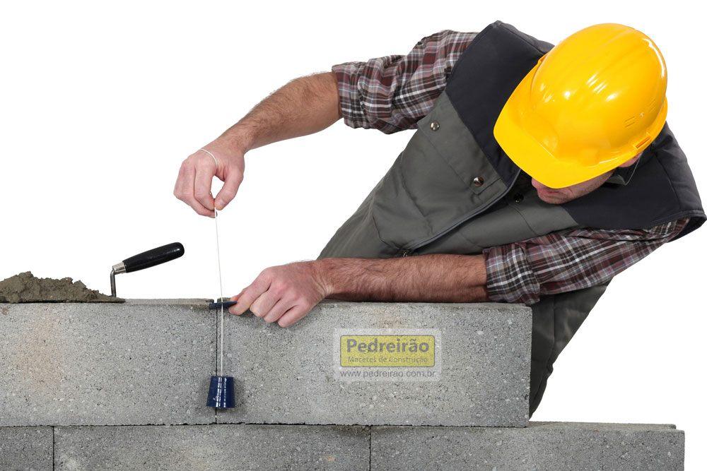 alinhamento-prumo-nivel-alvenaria-pedreiro--obra-pedreirao