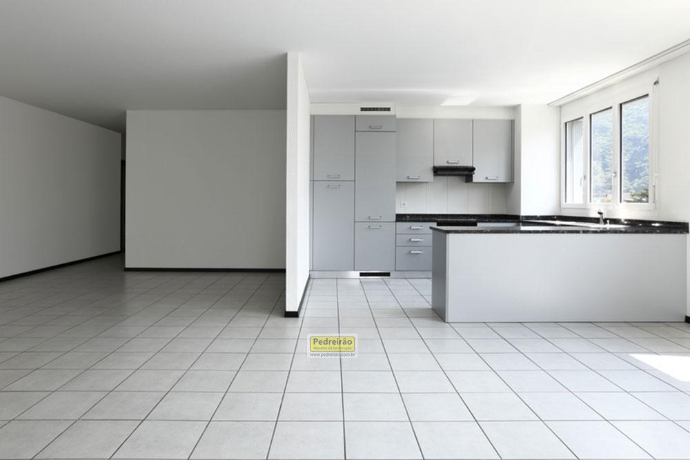 piso-ceramica-assentar-construcao-obra-pedreirao