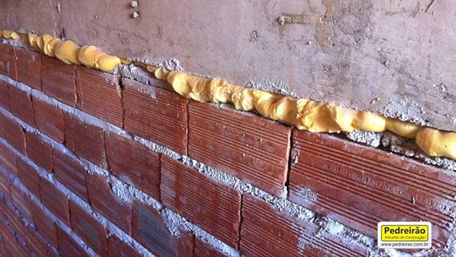 encunhamento-parede-pu-poliuretano-alvenaria-pedreirao