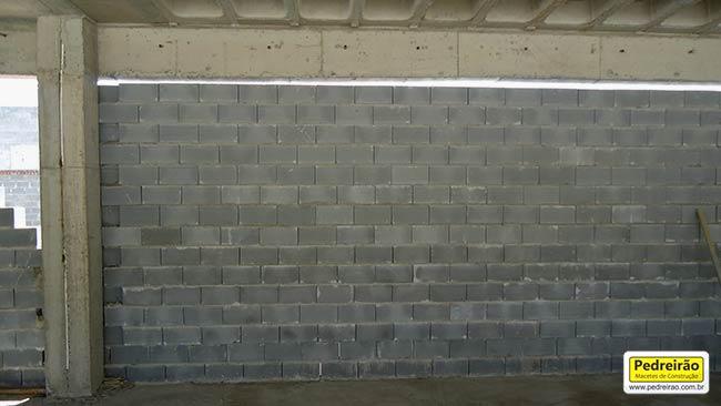 parede-alvenaria-encunhamento-construcao-obra-reforma-pedreiro-tijolo-pedreirao