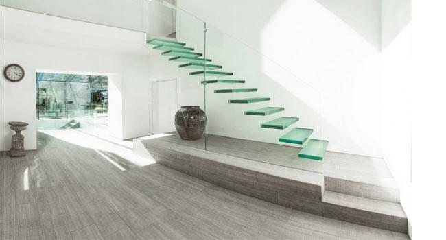 Resultado de imagem para Escada reta com degrau flutuante em pedra