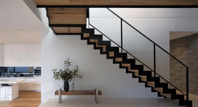 Resultado de imagem para Escada reta com estrutura metálica e piso madeira